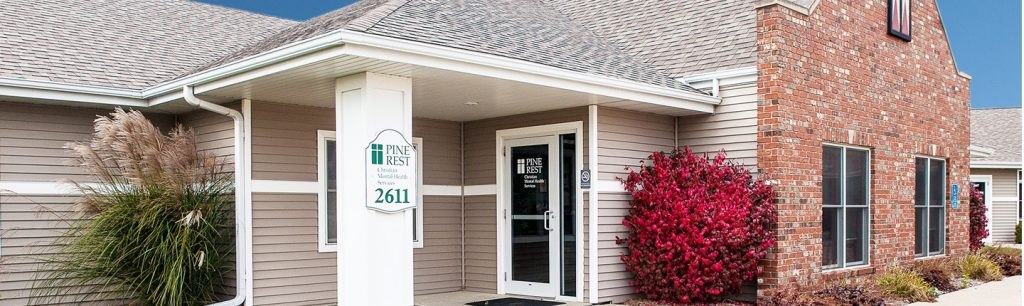 Pella Clinic entrance